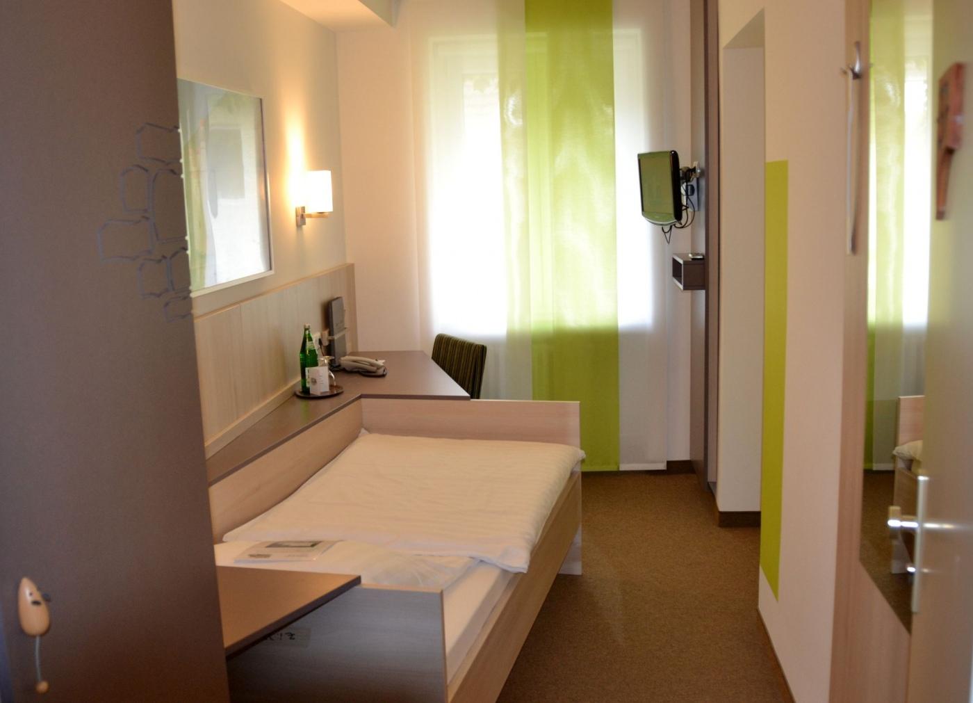 schlafen wohnen hotel zur m hle bad breisig. Black Bedroom Furniture Sets. Home Design Ideas
